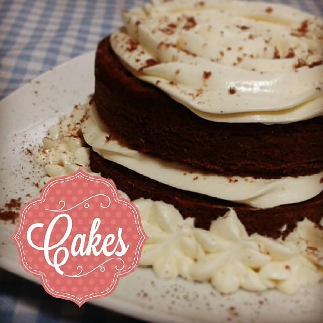 mini bolo de cenoura americano com cobertura de cream cheese! já é a segunda vez que faço essa receita delícia da @makeupatelier porque todo mundo amou! #euquefiz #vaigordinha
